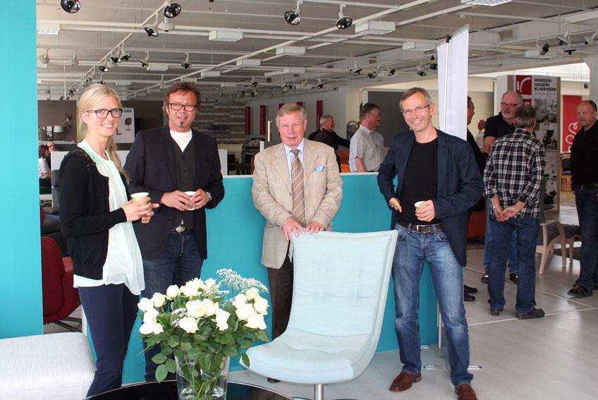 Frå venstre: Linn Skarbøvik i Sparebanken Møre, Ivar Jan Langlo i Ekornes, Helge Brunstad i Brunstad AS og designar Jarle Slyngstad. (Foto: Hanne Suorza)