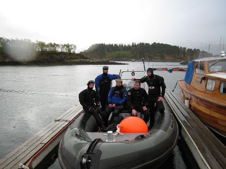 Dykkere-på-vei-til-Skodjest