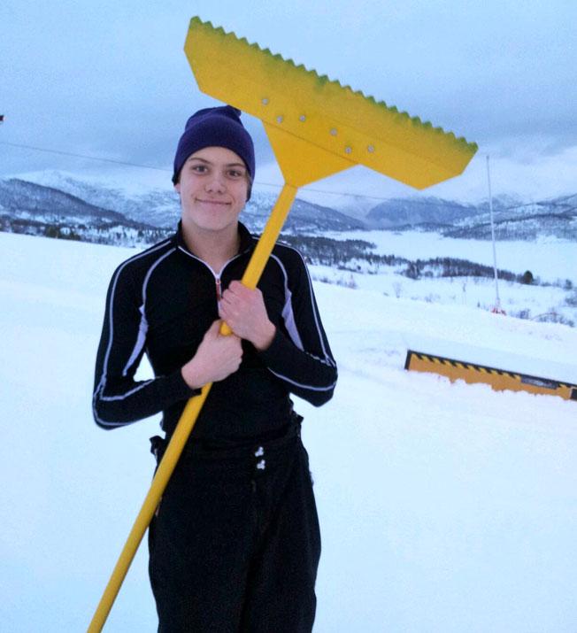 Magnus Overå er trenar i SIL Freeski. Han er ofte å sjå på fjellet - enten med reiskap i handene eller med ski på beina.